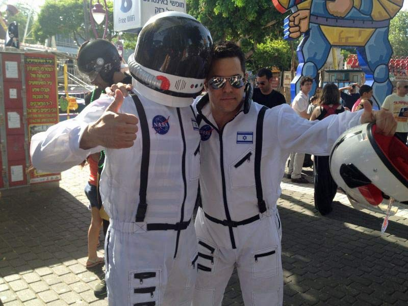 אסטרונאוטים באירוע של בזק