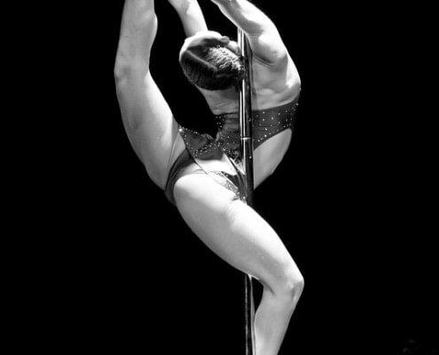 מופע אקרובטיקה - ריקוד על עמוד - ZAZA