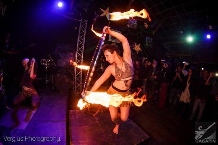 אמני קרקס רחוב - מופע אש