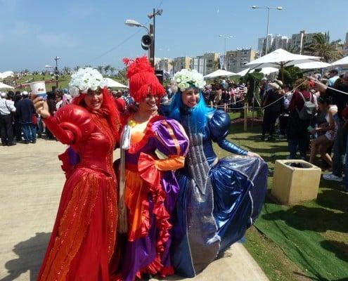 דמויות רחוב בפסטיבל הפרחים בחיפה