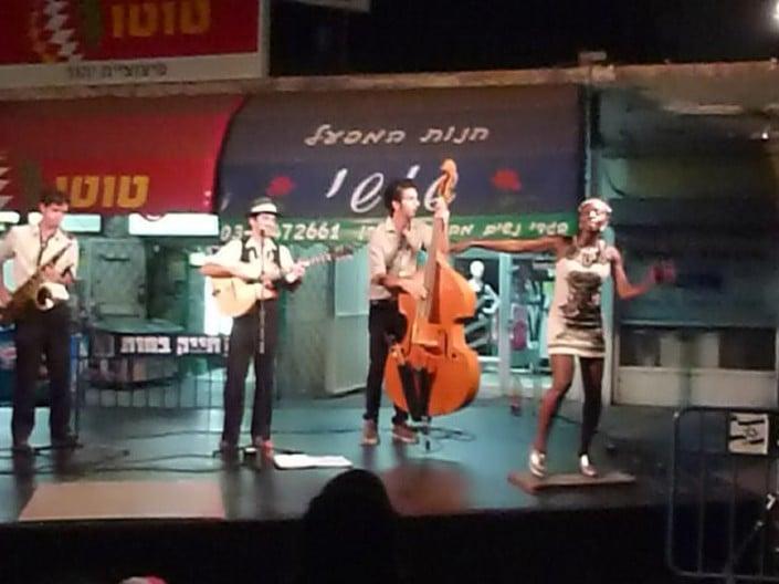 הופעה של הרכב ג'אז ההמנגן מוסיקה חיה בפסטיבל המחולות ביהוד