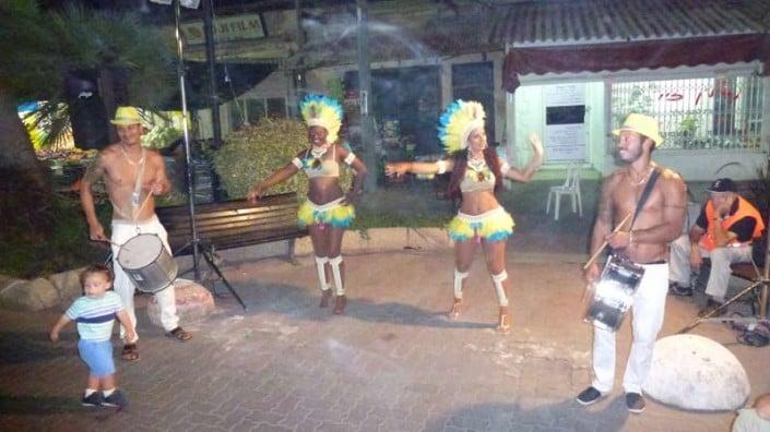 רקדניות ברזילאיות ונגני בטוקדה בפסטיבל המחולות ביהוד